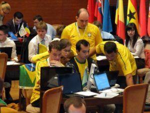 Equipo de Brasil compitiendo.